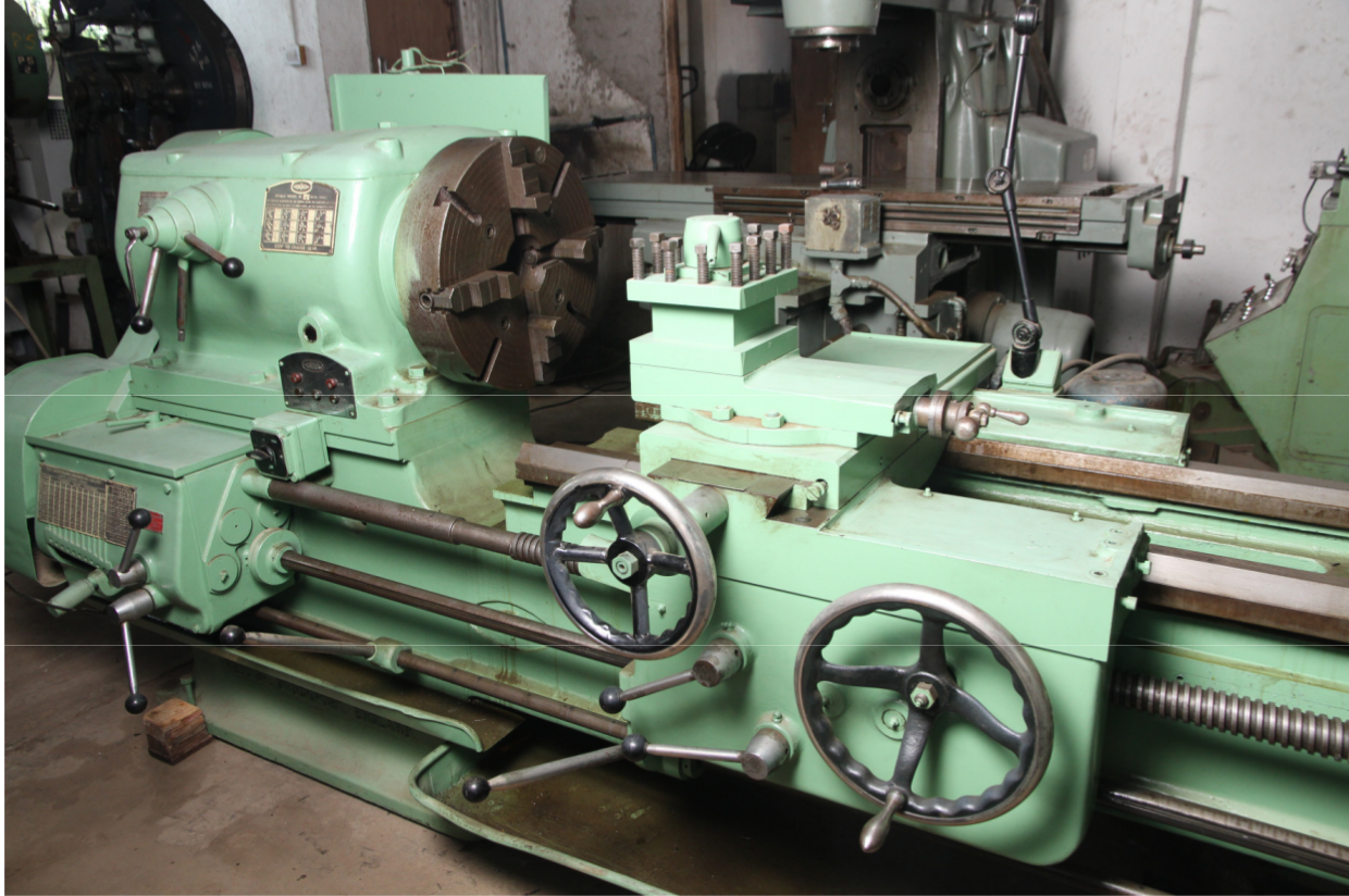 Crowthorn Heavy Duty Centre Lathe
